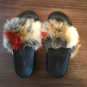 Shoes - Fuzzy Slippers/Slides